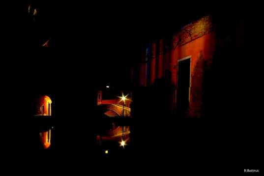 canale-veneziano-notturno