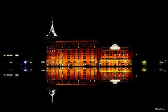molino-stucky-reflet-by-night
